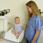 Cómo controlar el aumento de peso en bebés
