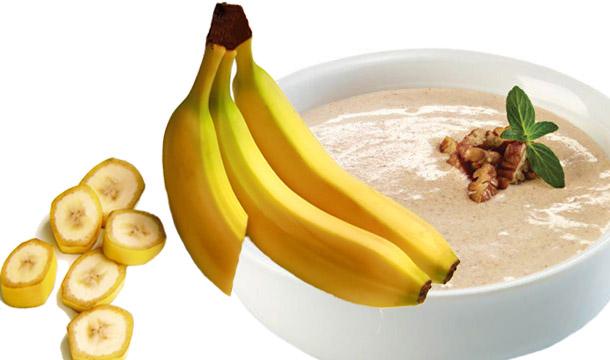 El plátano y crema de nueces